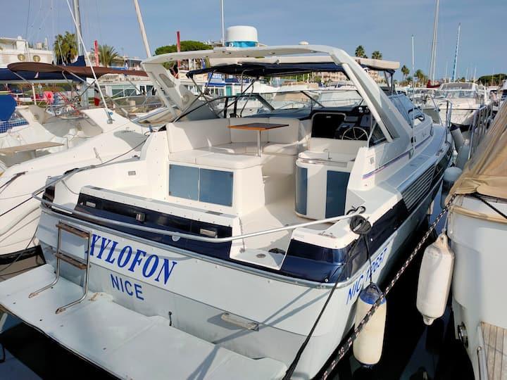 Séjour insolites sur un bateau à quai à Golf Juan.