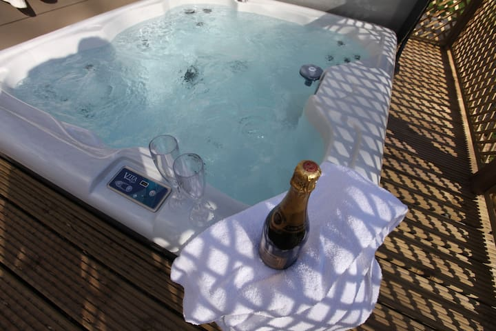 Luxury Lodges with Private Hot Tubs - Wakes Colne - Kabin