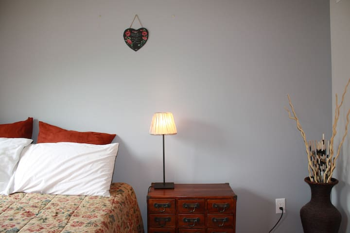 Master Bedroom in Manayunk home ~5min walk Main St