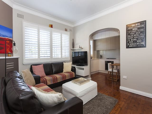 Bright and airy modern flat in Bronte - Waverley - Apartament