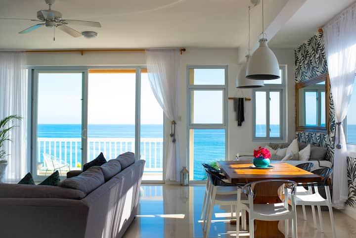 Oceanfront Penthouse at Whispering Seas, Ocho Rios