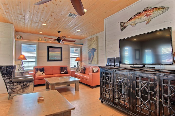 """4BR/3.5BA """"Capt. Twigs"""" Pet Friendly, *Golf Cart Included, Close to Beach"""