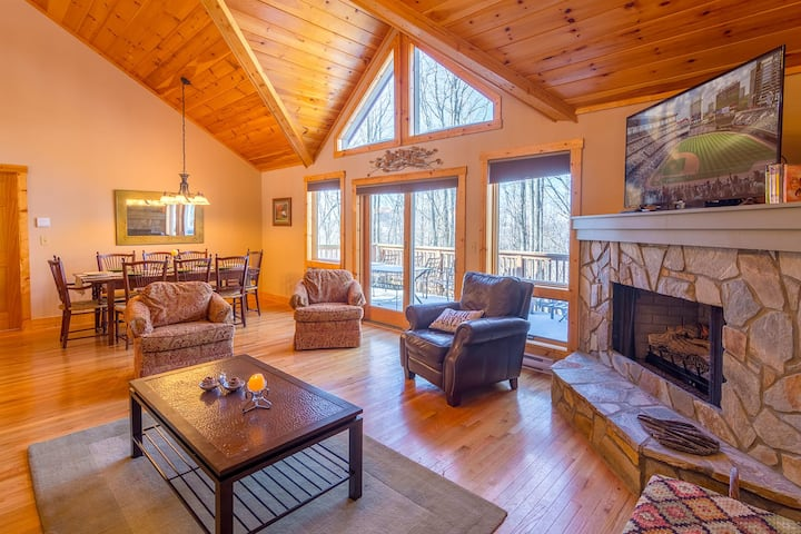 4BR/4BA Beech Mtn Home, King Suite, Lake Access, Near Skiing, Pet Friendly!