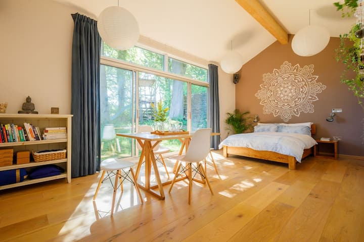 Woodland Cabin in glorious Wiltshire Countryside