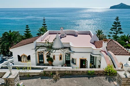 Villa in front of the beach - Agios Georgios Pagon
