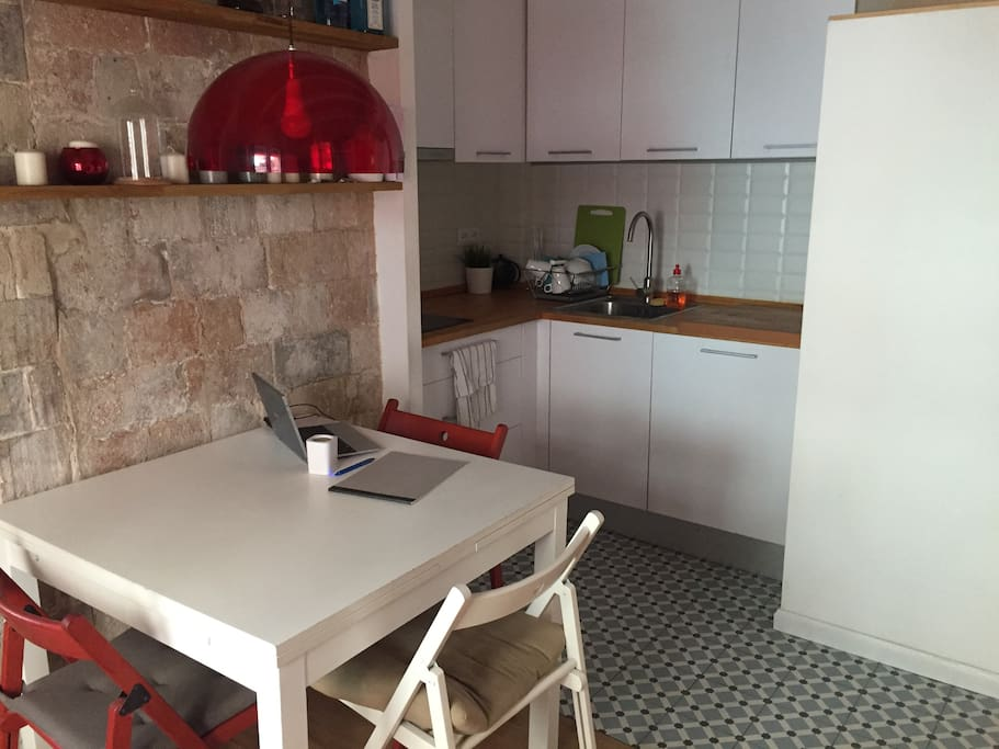 singles in barceloneta The complete list of barcelona hostels from hostelscom - pay no booking fees  read reviews and book barcelona hostels online hostelscom - every hostel,.