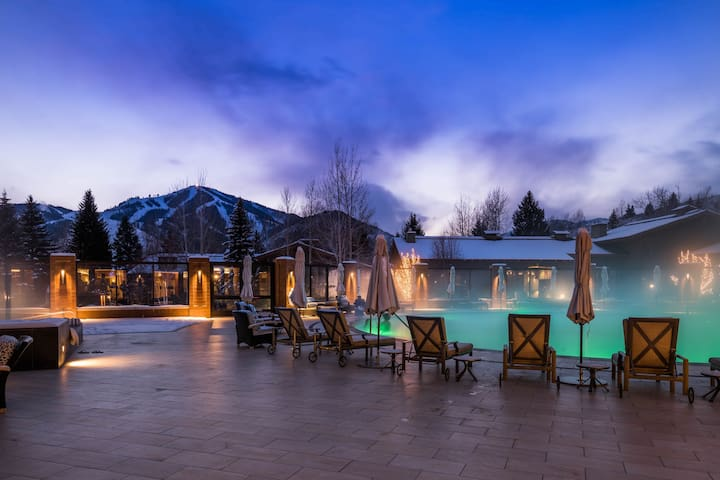 Remodeled,  Val D Sol w/ Seasoned shared pool, hot tub, & great location