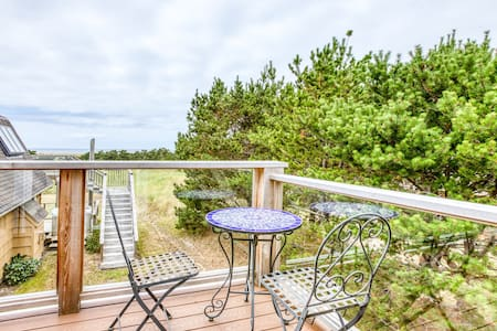 NEW LISTING! Lovely studio guesthouse w/ocean views and outdoor deck!