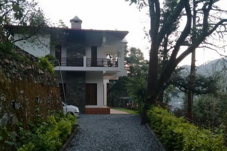 Colonel's Villa - Bhimtal - Bed & Breakfast