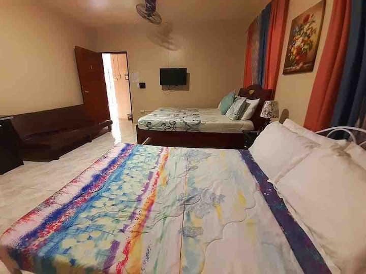 J&J Staycation Lucena Private Room 2/3