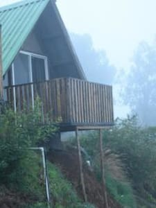Super Deluxe Wooden cabin with a view - Bhilar