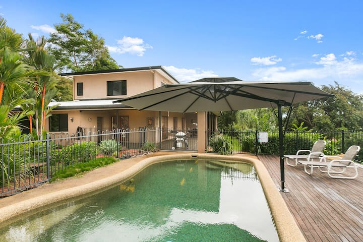 Brinsmead Beauty -Tropical Pool, Views & FREE Wifi - Brinsmead - Casa