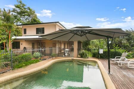 Brinsmead Beauty -Tropical Pool, Views & FREE Wifi - Brinsmead - 独立屋