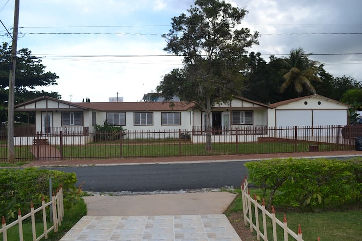 C) Vacation Roommates Wanted. 1 of 3 bedrooms here - Aguadilla Pueblo