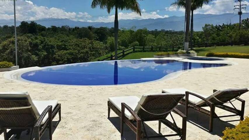 Hacienda De Lujo Cerca Al Parque Del Café Y Panaca