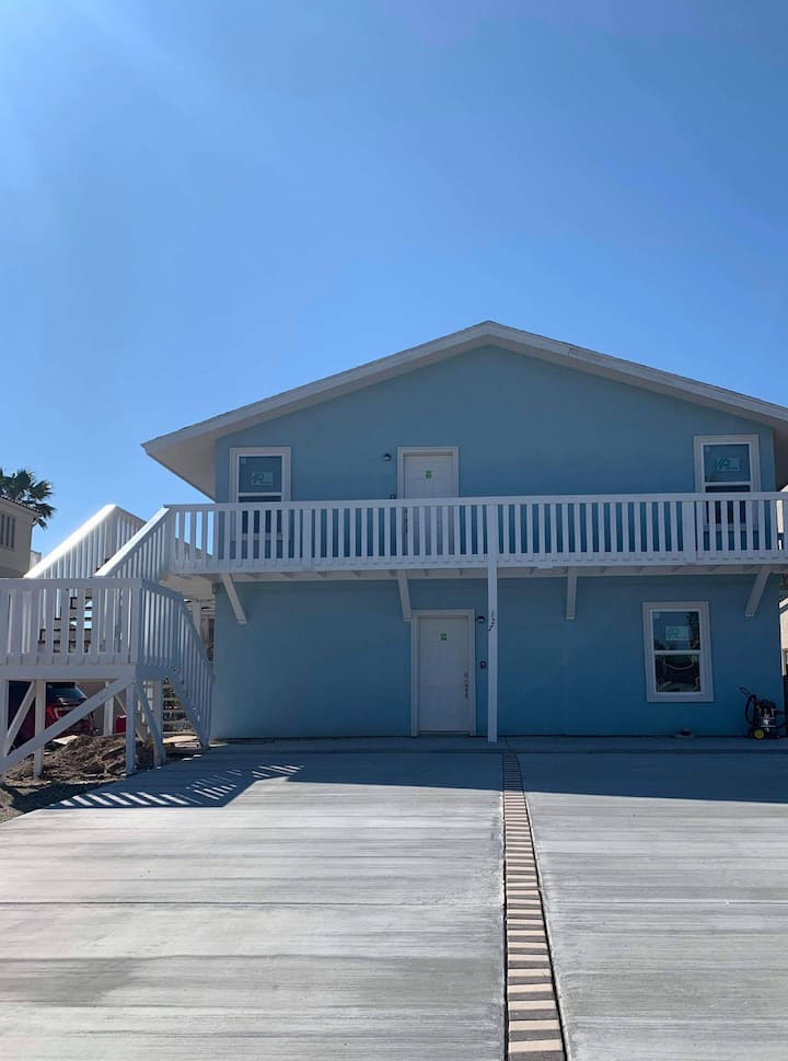 Drum Point#2 Beach Side duplex with a shared pool