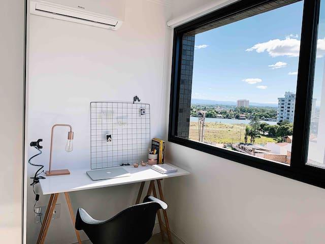 Home office com vista para o Rio Mampituba.