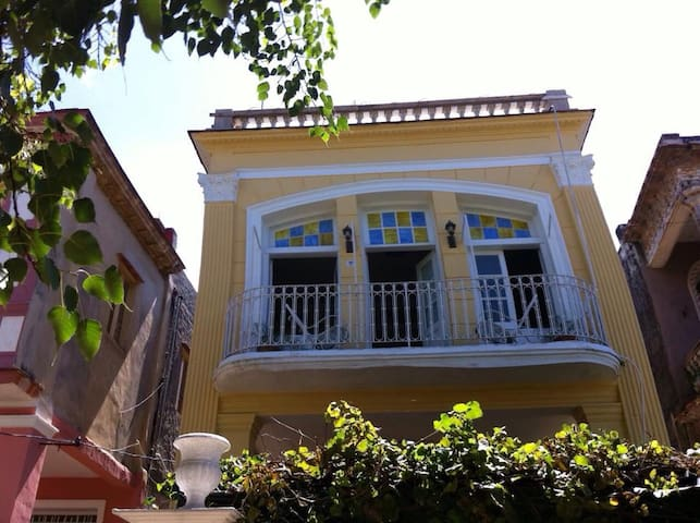 Authentic Colonial House-WIFI-Airport Transfer
