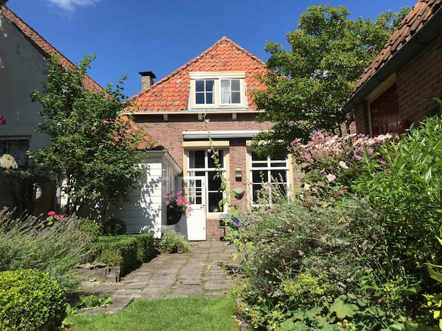 Charming historic home in Veere - Veere - Ház