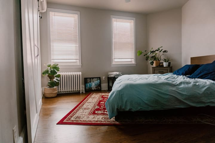 King Bed w/ Private Bathroom in Fishtown - Room 3