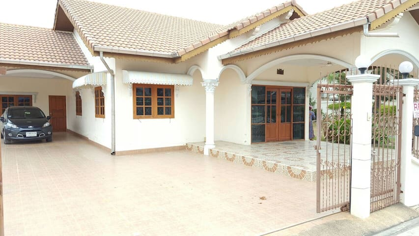 2BR House - 135 sq wah or 536 m2