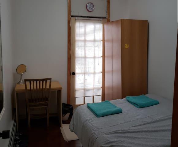 PRIVATE CLEAN ROOM IN BAYRIDGE 1