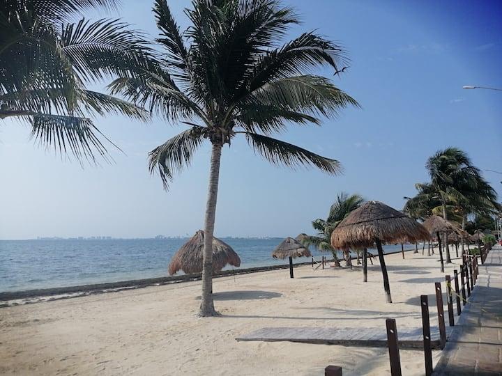 Roomzzz Cancun