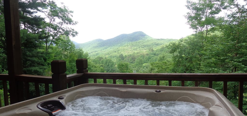 Gorgeous Mountain Views Amid Wine Country-Hot Tub