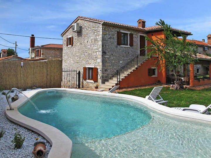 Apt for 2+1 persons with pool in Vodnjan R77743