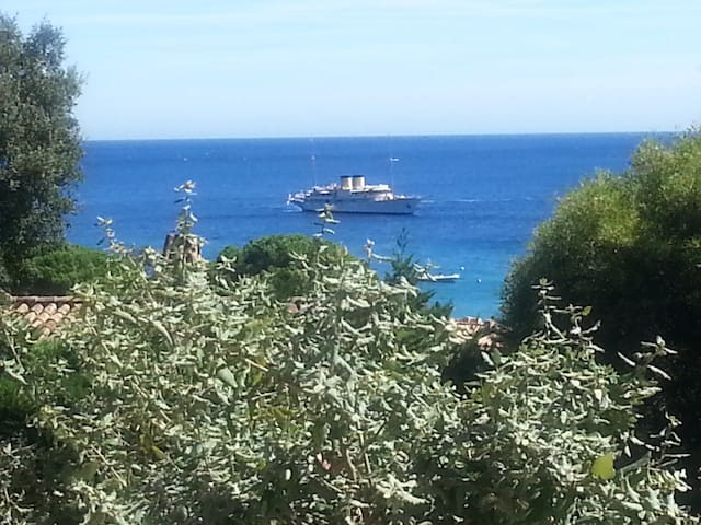 jolie maison à 150 m de la plage de Pramousquiers. - Le Lavandou