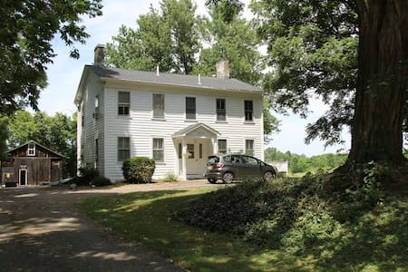 Historic 1860's home. - Geneseo - Ev