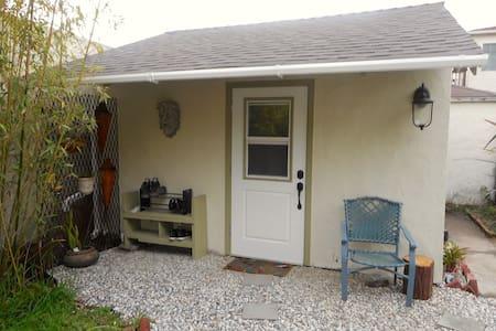 "The ""Cottage"" - Richmond"