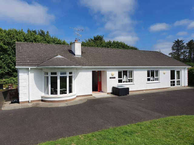 Carraig Rua - beautiful home overlooking the Foyle