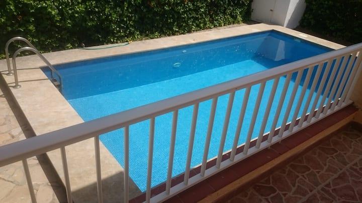 Chalet con piscina privada y wifi a 100 m. playa.