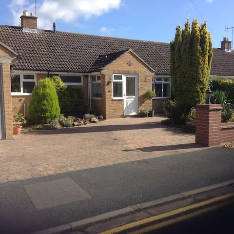Sandfield Road - Stratford-upon-Avon - Bungalow