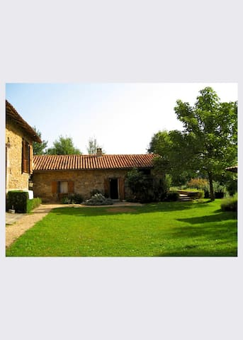 Tranquil Perigord cottage with beautiful views.