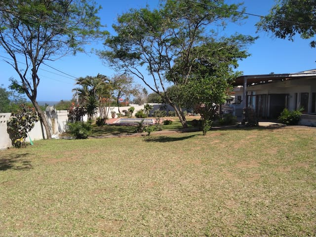 Casa Corali: family home in Catembe with bay-view