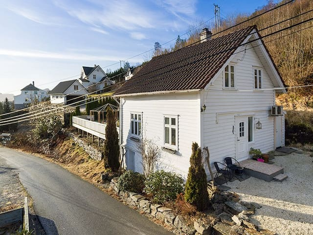 Cosy traditional home, with garden - Askøy