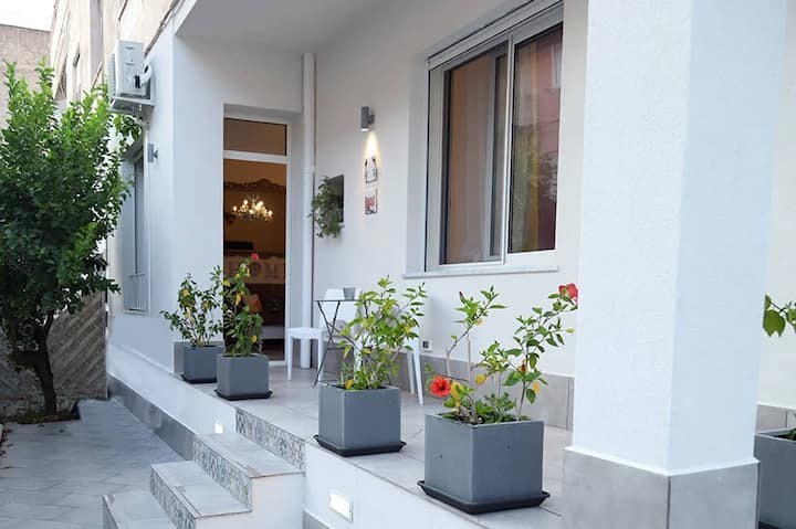 Appartamento con giardino e verande arredate