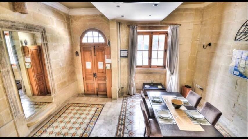 Sliema prime location! Bedroom en suite with AC