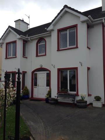 4 Woodbrooke House