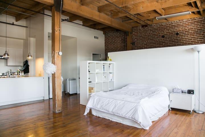 Bright, Airy Arts District Loft - Los Angeles - Apartment