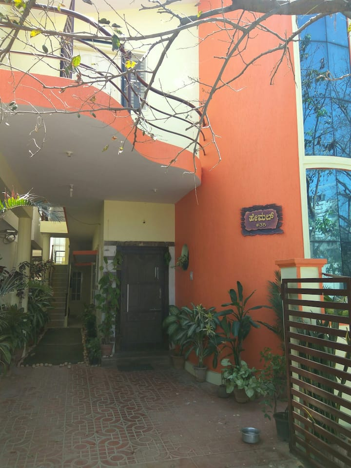 Large bed room(nr to mysore road,Nagarabhavi,metro