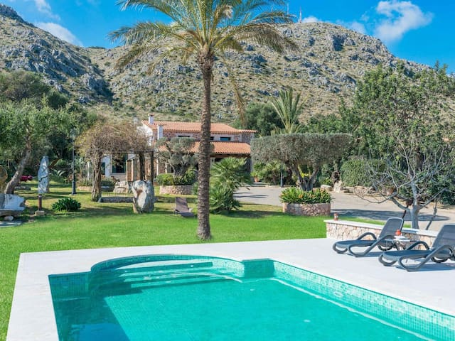 Villa with mountain view and pool - Es Puchet