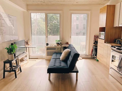 Superb Hip and Bright Condo Downtown, Bell Centre