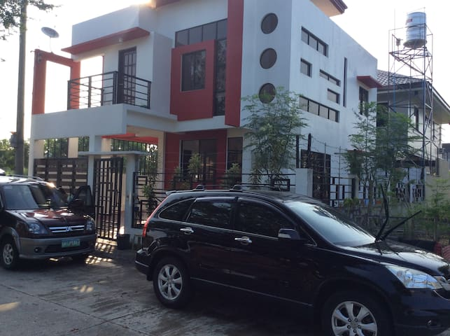 Cozy 3BR House for 6pax- 5 Mins. Drive to SM City - Iloilo City - 一軒家