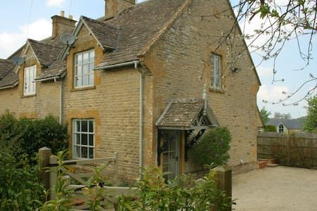 Honeysuckle Cottage, Condicote nr Stow on the Wold - Condicote - Hus