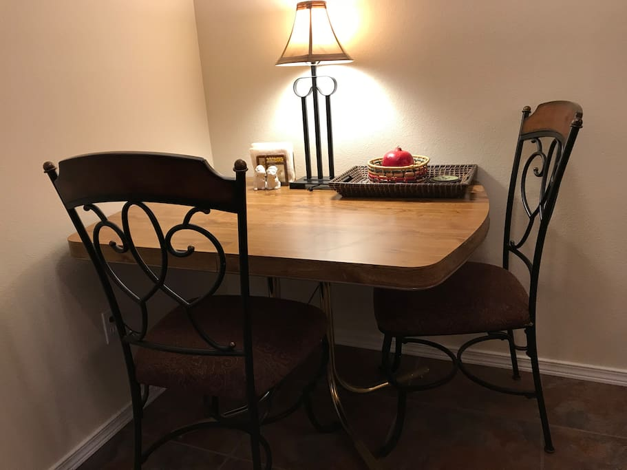 Dining area with 4 chairs