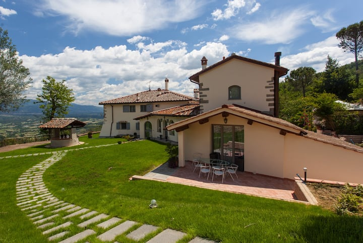Luxury Villa with pool near Florence - sleeps 10