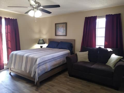 HUGE Bedroom Near Beach! Amenities, TV &1G WiFi